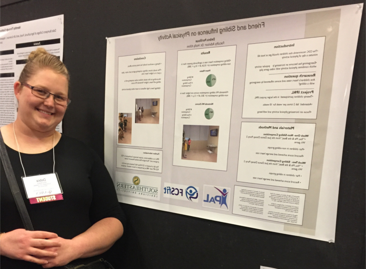 Family and Consumer Sciences student Debra Perilloux presenting her research from her Real-World Ready course at the AAFCS 109th National Conference and Expo in Dallas, TX。